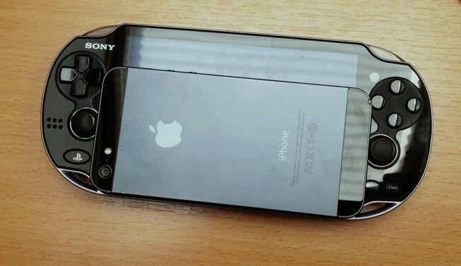 Сравнение размеров iPhone 5 с Vita