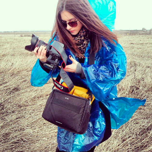 Canon 5D Mark II backstage in field by vika maksimova